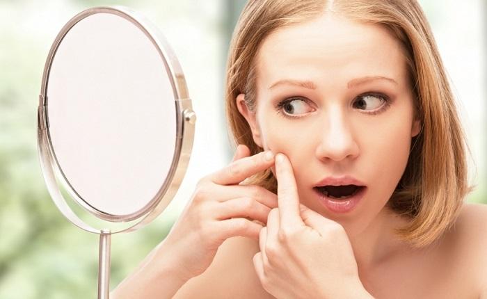 Можно ли выдавливать жировики на лице в домашних условиях